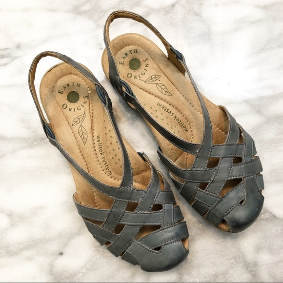 d02ecf664037 Earth Origins Shoes - Earth Origins blue leather Nellie sandals 7.5